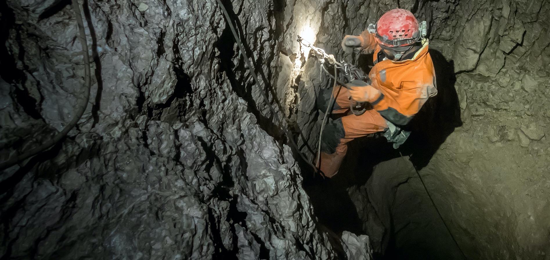 Odkryj fascynujący, podziemny świat, jaskiń KURS TATERNICTWA JASKINIOWEGO